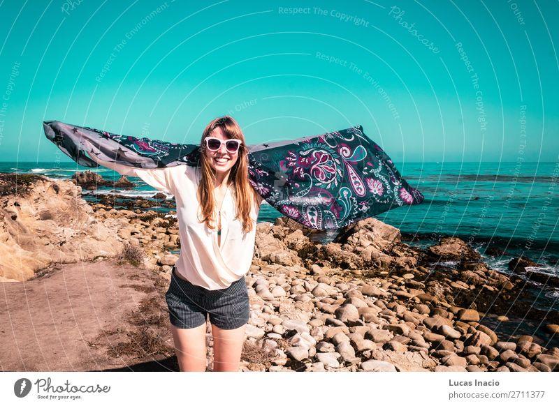 Junges Mädchen am Pazifik in Kalifornien Ferien & Urlaub & Reisen Tourismus Ausflug Abenteuer Sommer Strand Meer Wellen Mensch feminin Junge Frau Jugendliche