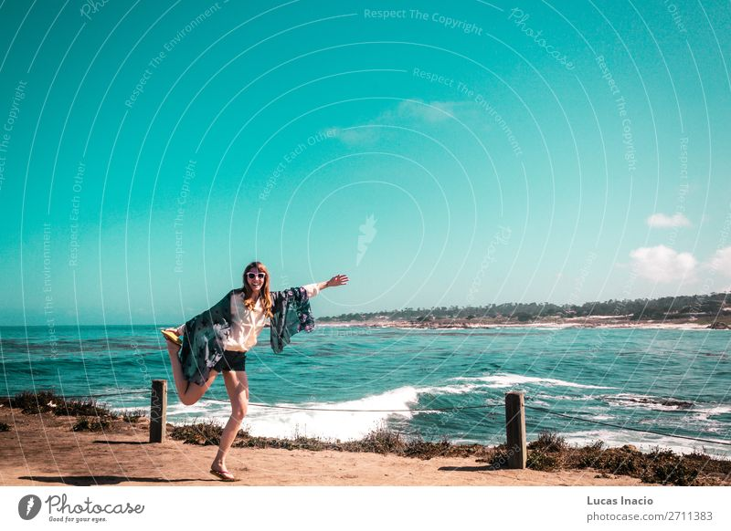 Junges Mädchen am Pazifik in Kalifornien Ferien & Urlaub & Reisen Tourismus Sommer Strand Meer feminin Junge Frau Jugendliche Erwachsene Umwelt Natur Landschaft
