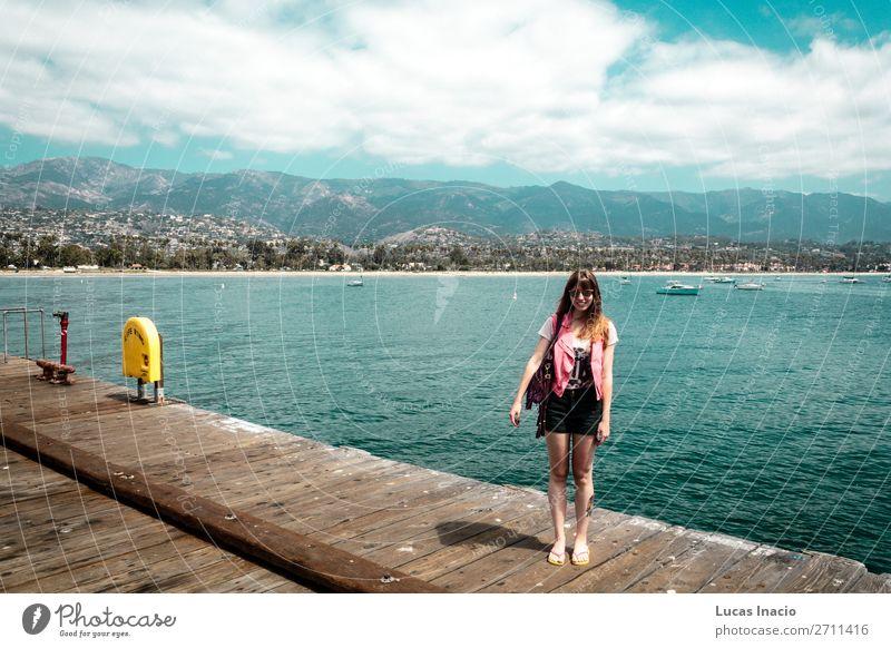 Mädchen am Santa Barbara Pier in Kalifornien Ferien & Urlaub & Reisen Tourismus Sommer Strand Meer Berge u. Gebirge Frau Erwachsene Umwelt Natur Landschaft Sand