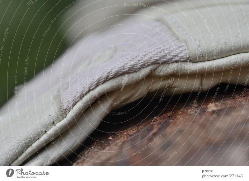 AST5 - Hochzeitsfoto Arbeitsbekleidung Schutzbekleidung Handschuhe Holz Leder Arbeit & Erwerbstätigkeit braun grau Stoff Farbfoto Außenaufnahme Nahaufnahme