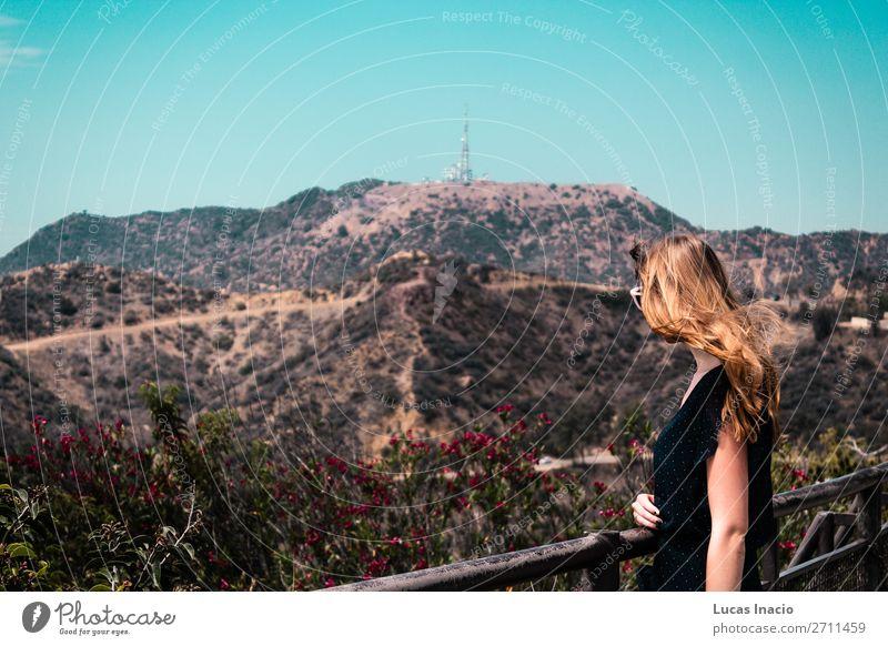 Mädchen in der Nähe von Hollywood Hills in Los Angeles, Kalifornien Ferien & Urlaub & Reisen Tourismus Sommer Berge u. Gebirge Garten Frau Erwachsene Umwelt