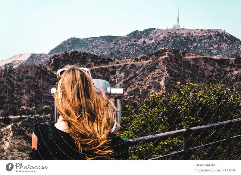 Mädchen in der Nähe von Hollywood Hills in Los Angeles, Kalifornien Ferien & Urlaub & Reisen Tourismus Sommer Berge u. Gebirge Garten Mensch feminin Junge Frau