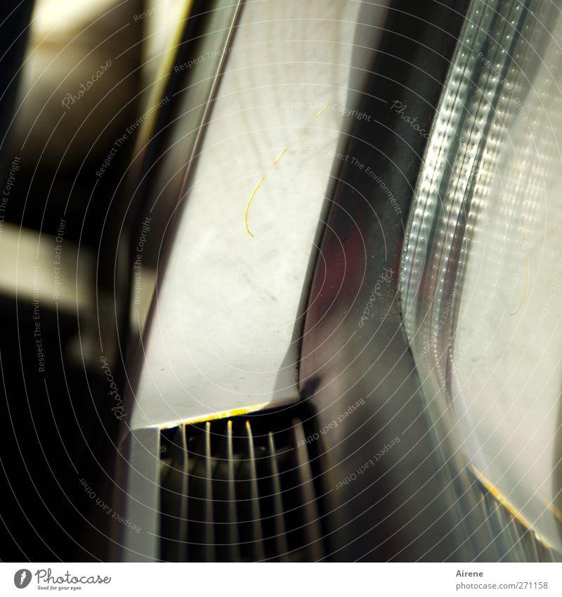 Zugluft weiß grau Metall Glas Eisenbahn trist Technik & Technologie Kunststoff Personenverkehr Verkehrsmittel Bahnfahren unpersönlich Zugabteil Schienenverkehr Personenzug schmuddelig