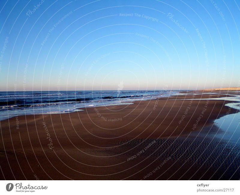 Brauner Strand Wasser Meer Strand Ferien & Urlaub & Reisen Ferne Horizont