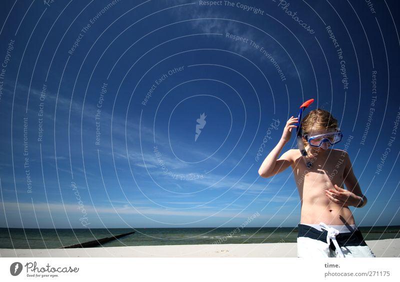Hiddensee   Auf Empfang Mensch maskulin Körper Himmel Wolken Schönes Wetter Küste Strand Badehose blond Tauchgerät Taucherbrille Erholung