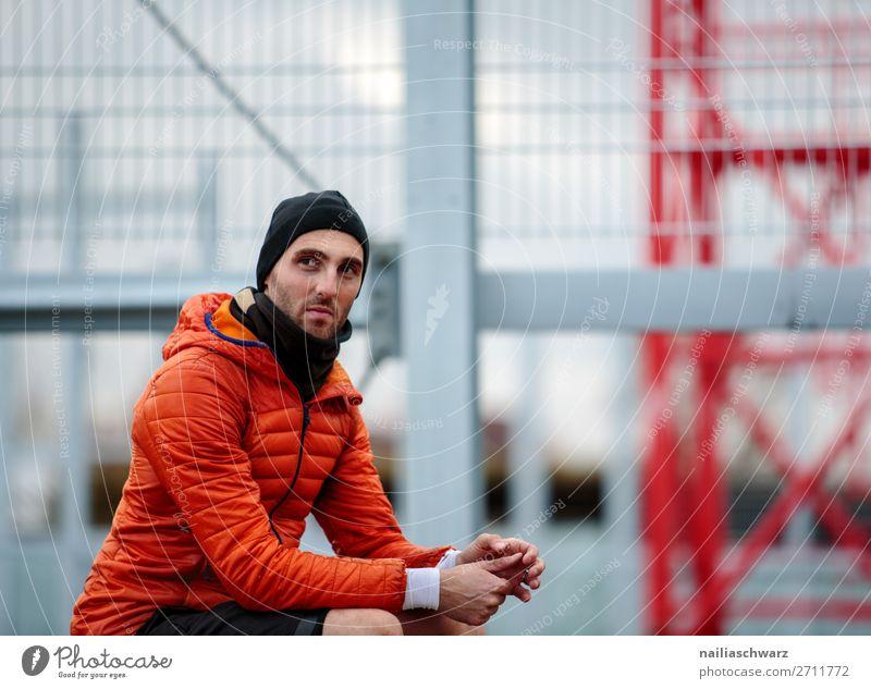 Sportler Mensch Jugendliche Mann Stadt Junger Mann Erholung Gesundheit Lifestyle Erwachsene Gesundheitswesen Deutschland maskulin träumen elegant warten