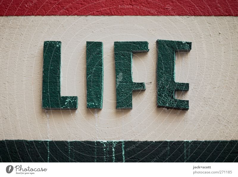 Life is bunt. Lifestyle Stil Mauer Wand Stein Schriftzeichen Streifen dreckig einfach schön grün rot Lebensfreude Design erleben Putz Englisch Styropor