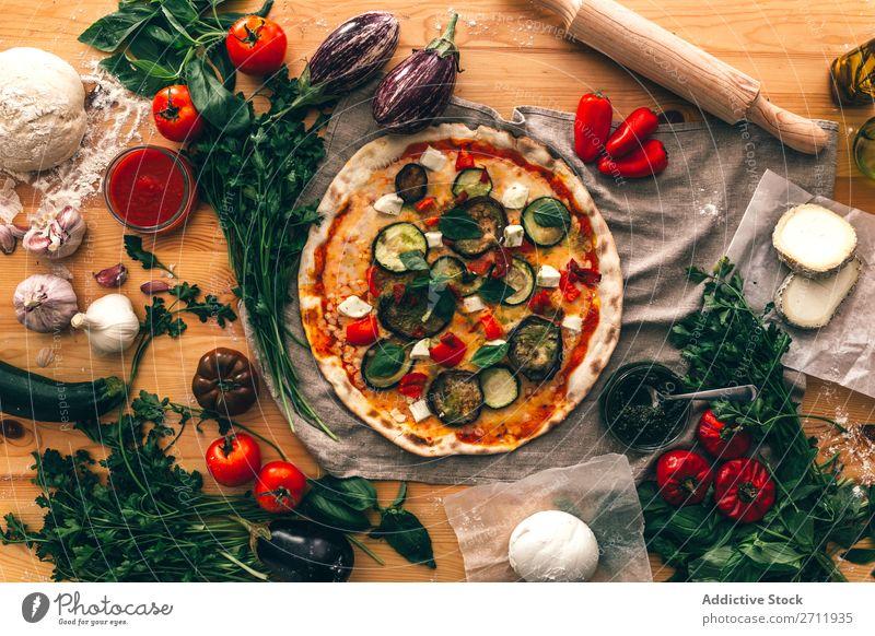 Anordnung der Zutaten und Pizza Zusammensetzung kochen & garen rustikal Italienisch Tradition lecker Feinschmecker Hintergrundbild Vorbereitung Küche Ernährung