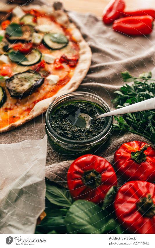 Köstliche Sauce für Pizza serviert Saucen Italienisch Mahlzeit geschmackvoll Abendessen lecker gebastelt Kruste Feinschmecker Lebensmittel frisch Restaurant