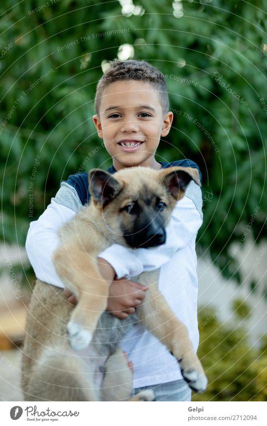 Lateinkind mit seinem Hund Lifestyle Freude Glück Gesicht Erholung Freizeit & Hobby Kind Mensch Junge Mann Erwachsene Familie & Verwandtschaft Freundschaft
