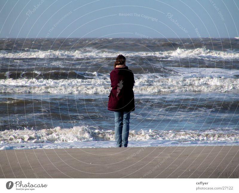 Weitblick Frau Wasser Meer Strand Sand Wellen Brandung