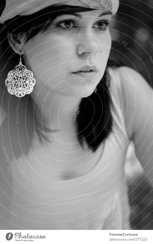 Accessoires des Sommers. Mensch Frau Ferien & Urlaub & Reisen Jugendliche schön Junge Frau Sonne Meer Strand 18-30 Jahre Gesicht Erwachsene Leben feminin Stil