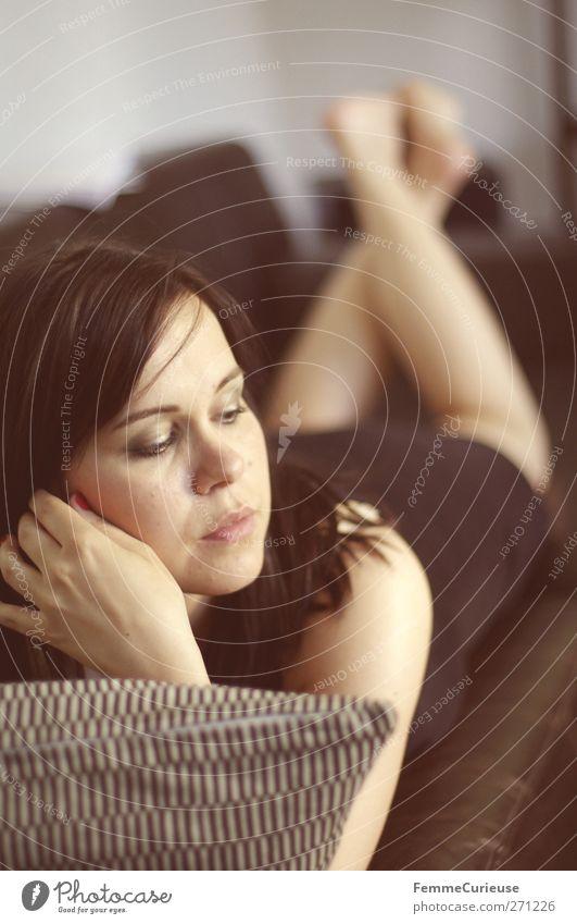 Siesta. Reichtum elegant Stil schön Körperpflege Wellness Wohlgefühl Erholung ruhig Häusliches Leben Wohnung feminin Junge Frau Jugendliche Erwachsene 1 Mensch