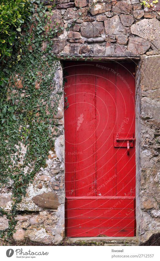 Rote Tür-Sare-Frankreich Haus Dorf Kleinstadt Stadt Architektur Fassade Straße Holz alt authentisch schön einzigartig grün rot rote Tür sare Lapurdi Europa
