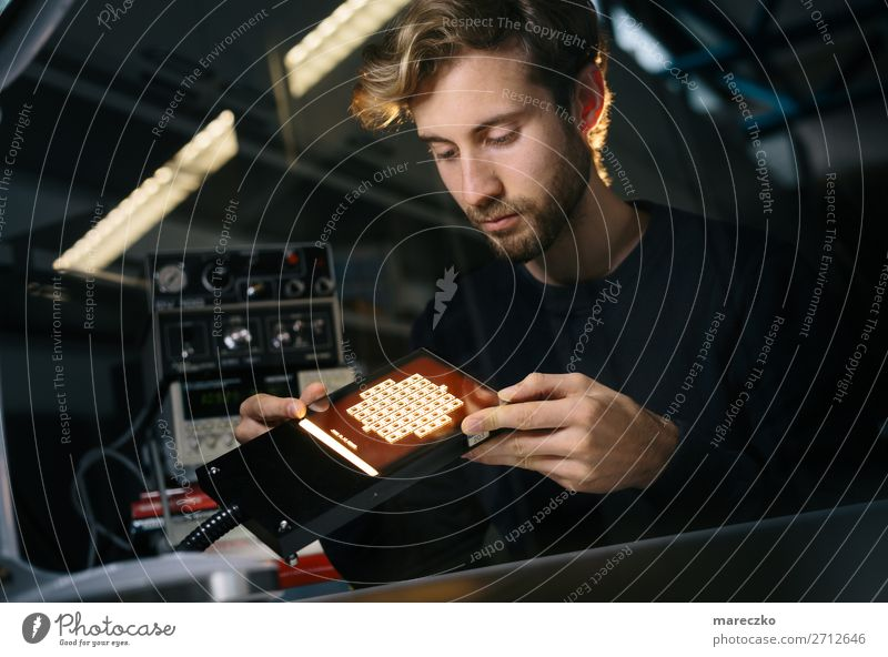 Materialwissenschaft Mensch Jugendliche Junger Mann 18-30 Jahre Erwachsene Energiewirtschaft Technik & Technologie Zukunft beobachten Studium Industrie
