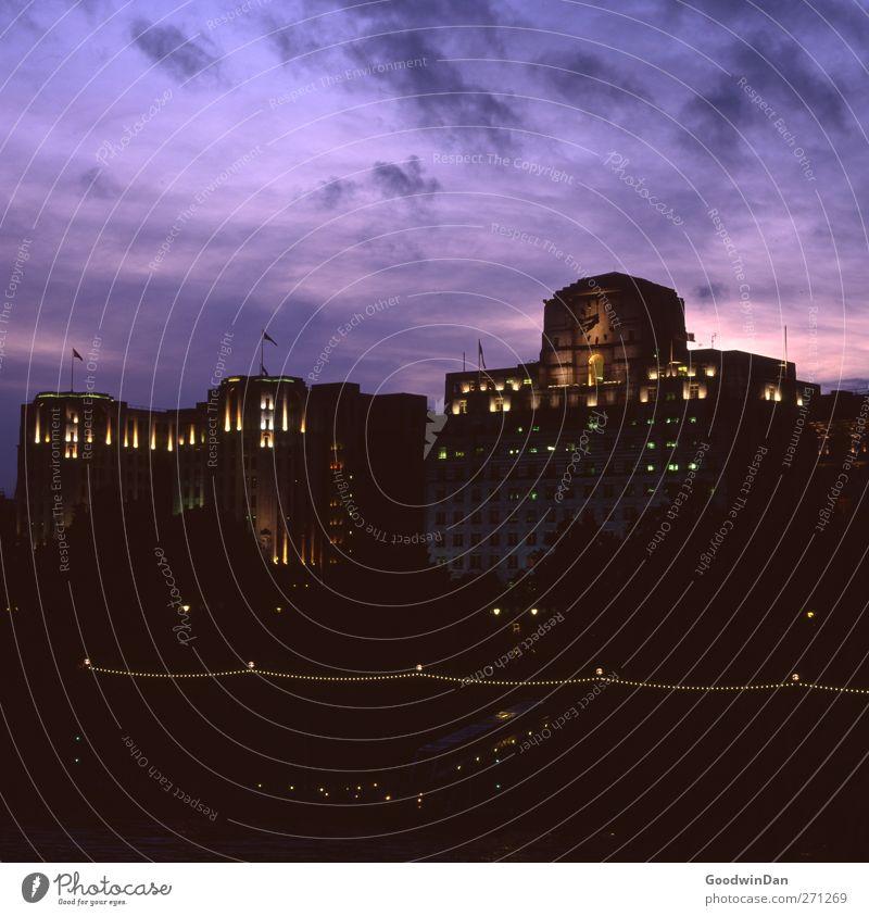 London. Hauptstadt Stadtzentrum Hochhaus Bankgebäude Fassade dunkel authentisch groß Farbfoto Außenaufnahme Menschenleer Dämmerung Licht Kontrast