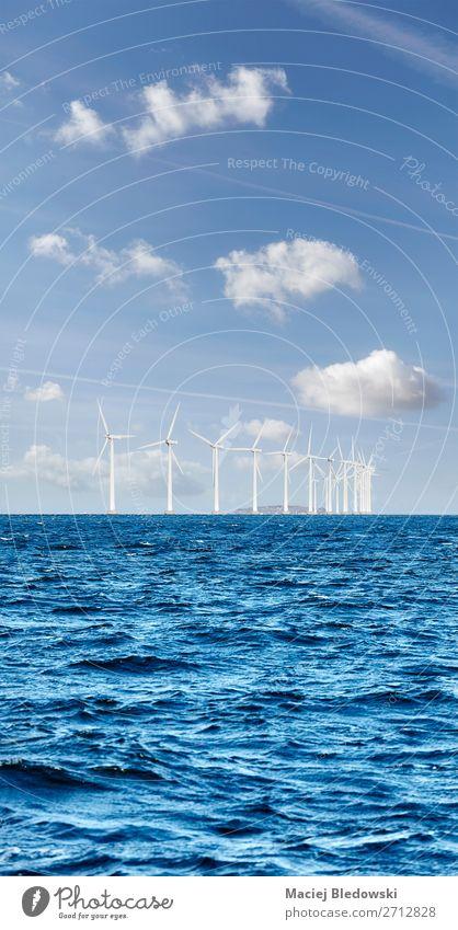 Offshore-Windpark an einem sonnigen Tag Meer Industrie Energiewirtschaft Erneuerbare Energie Windkraftanlage Umwelt Natur Himmel Wolken Horizont Nordsee Ostsee