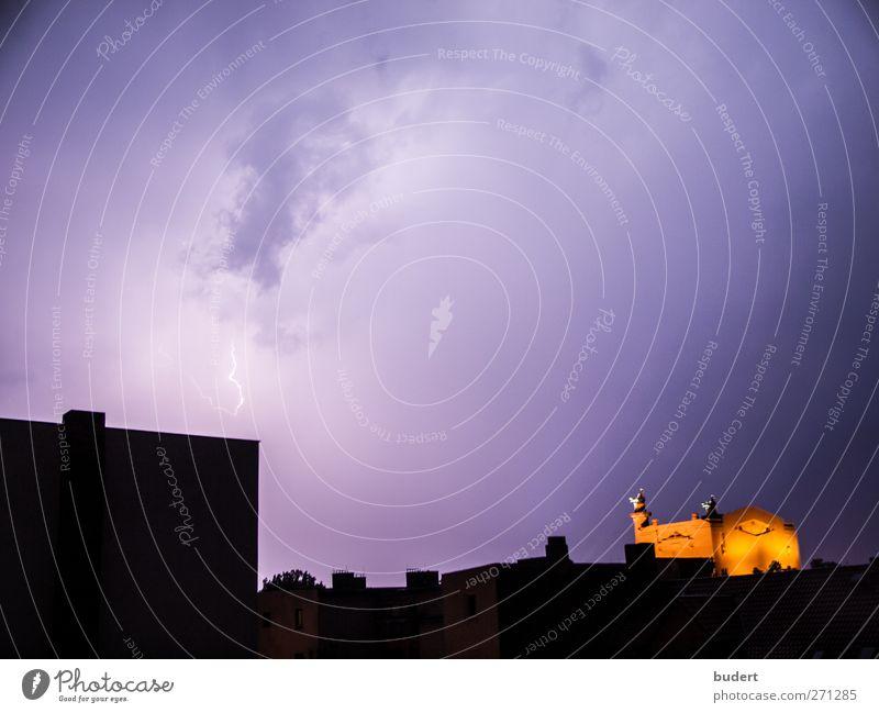 Gewitterhimmel Umwelt Urelemente Himmel Wolken Gewitterwolken Klima Klimawandel Wetter schlechtes Wetter Unwetter Sturm Blitze Wut Farbfoto Außenaufnahme