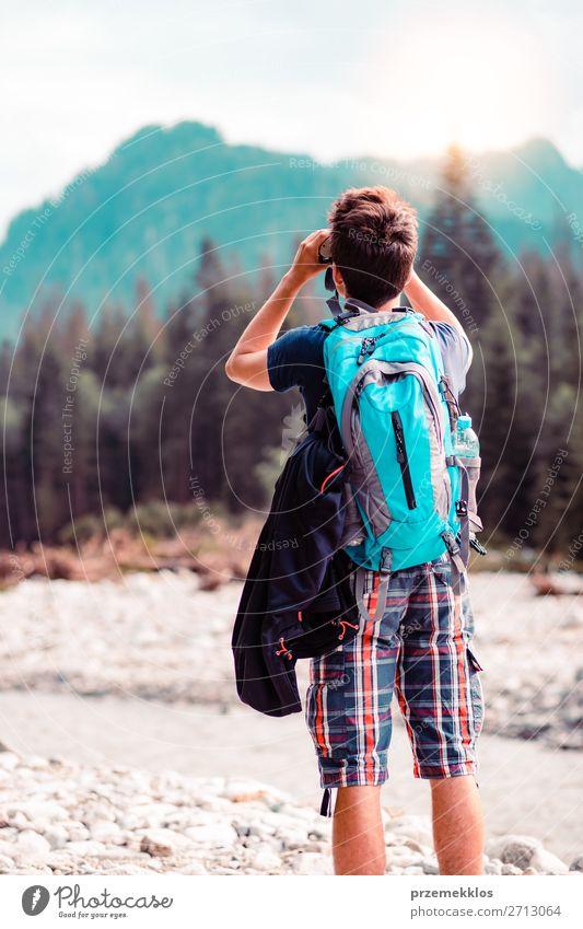 Mensch Ferien & Urlaub & Reisen Natur Jugendliche Mann Sommer Junger Mann Landschaft Sonne Wald Berge u. Gebirge 18-30 Jahre Lifestyle Erwachsene Leben Umwelt