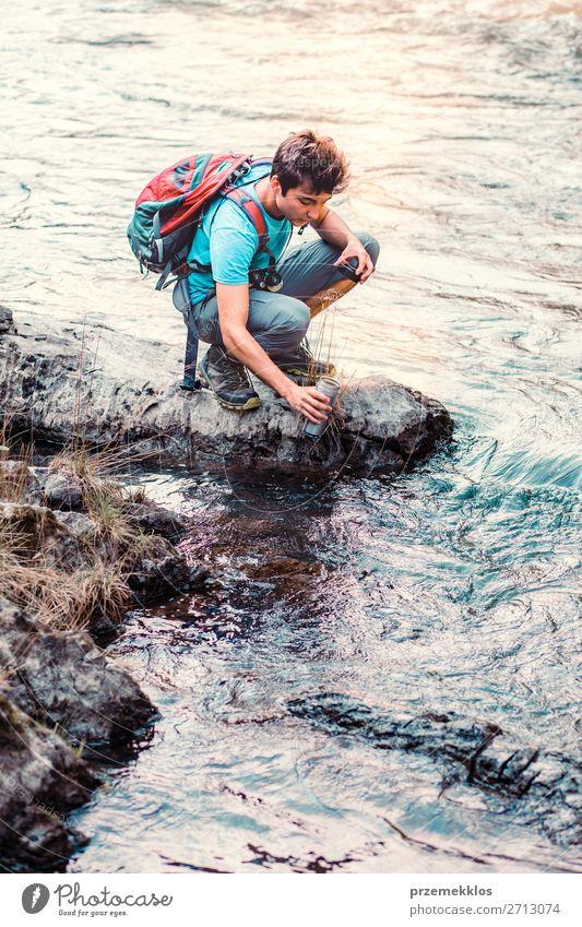 Mensch Natur Jugendliche Mann Sommer blau Junger Mann 18-30 Jahre Erwachsene Leben Umwelt natürlich See wandern Körper