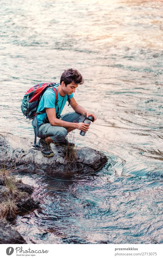 Mensch Ferien & Urlaub & Reisen Natur Jugendliche Mann Sommer blau Junger Mann 18-30 Jahre Erwachsene Leben Umwelt natürlich Tourismus See