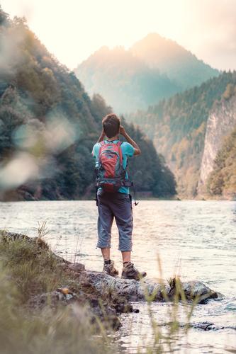 Mensch Ferien & Urlaub & Reisen Natur Jugendliche Mann Sommer schön Junger Mann Berge u. Gebirge 18-30 Jahre Lifestyle Erwachsene Leben Umwelt natürlich