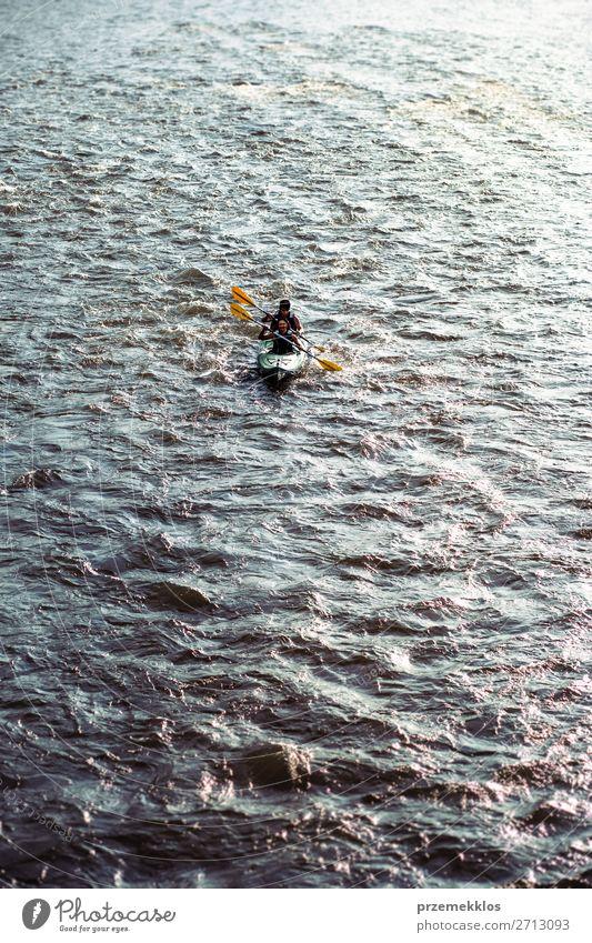 Menschen fahren mit dem Kajak auf dem Fluss Dunajec. Lifestyle Freude Erholung Freizeit & Hobby Ferien & Urlaub & Reisen Tourismus Ausflug Abenteuer Sommer Paar