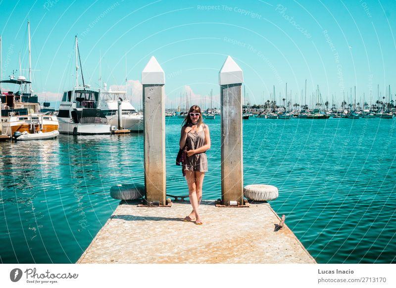 Stylisches Mädchen in Marina auf Harbour Island, San Diego Ferien & Urlaub & Reisen Tourismus Sommer Garten Mensch feminin Junge Frau Jugendliche Erwachsene