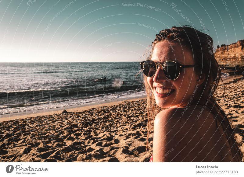 Stylisches Mädchen am Strand in Kalifornien Ferien & Urlaub & Reisen Tourismus Sommer Mensch feminin Junge Frau Jugendliche Erwachsene 1 Umwelt Natur Himmel