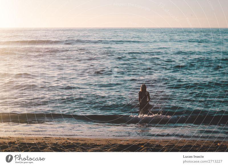 Stylisches Mädchen am Strand in Kalifornien Ferien & Urlaub & Reisen Tourismus Sommer Sommerurlaub Sonne Meer Wellen Mensch Junge Frau Jugendliche Erwachsene 1
