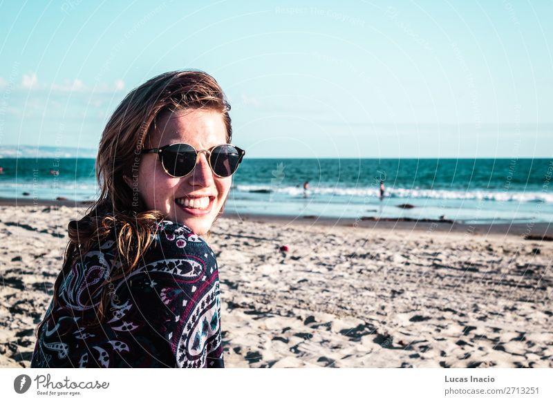 Mädchen am Coronado Beach, San Diego Ferien & Urlaub & Reisen Tourismus Ausflug Freiheit Sommer Sommerurlaub Strand Meer Wellen Mensch feminin Junge Frau