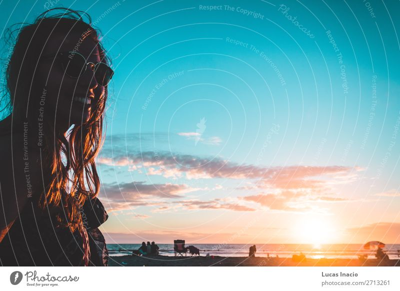 Mädchen am Coronado Beach, San Diego Ferien & Urlaub & Reisen Tourismus Ausflug Abenteuer Freiheit Sommer Sommerurlaub Sonne Sonnenbad Strand Meer Wellen Mensch