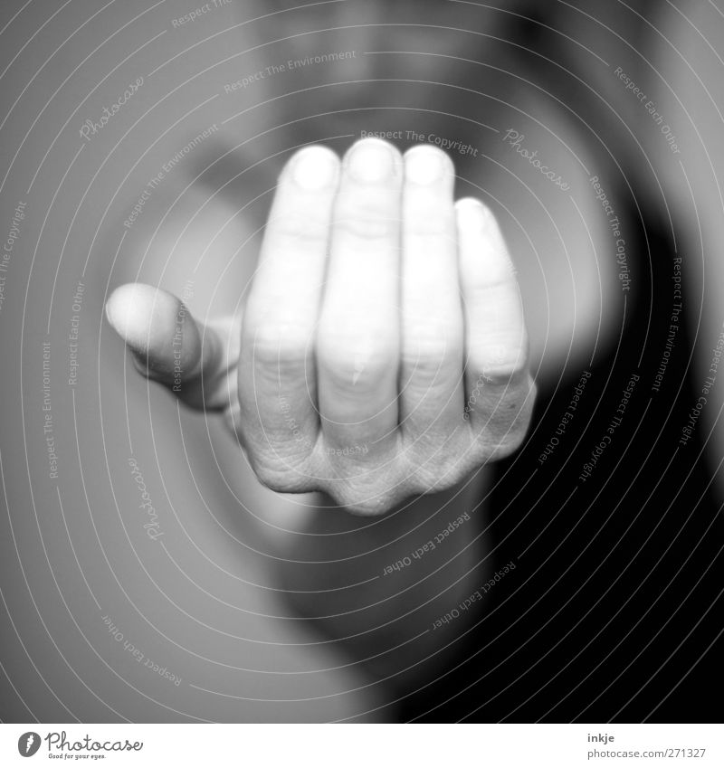 Come a little closer ! Mensch Hand Leben Spielen Gefühle Stimmung Freizeit & Hobby bedrohlich Kommunizieren Neugier nah machen ködern gestikulieren drohen