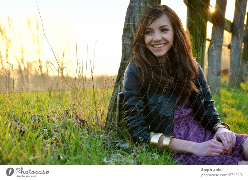 :) Mensch Kind Himmel Jugendliche schön Sonne Freude Erholung feminin Gras Glück lachen Junge Frau natürlich Fröhlichkeit leuchten