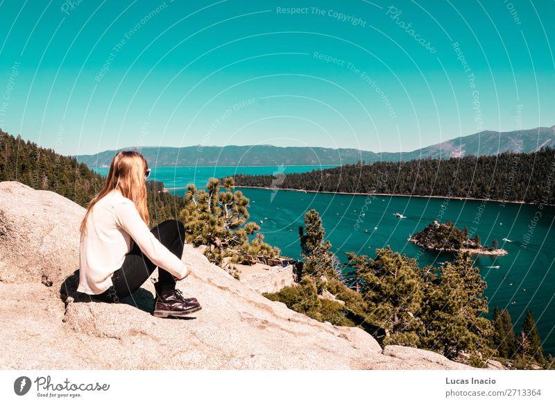 Frau Mensch Himmel Ferien & Urlaub & Reisen Natur Jugendliche Junge Frau Sommer Baum Meer Blatt Freude Wald Strand Berge u. Gebirge Architektur
