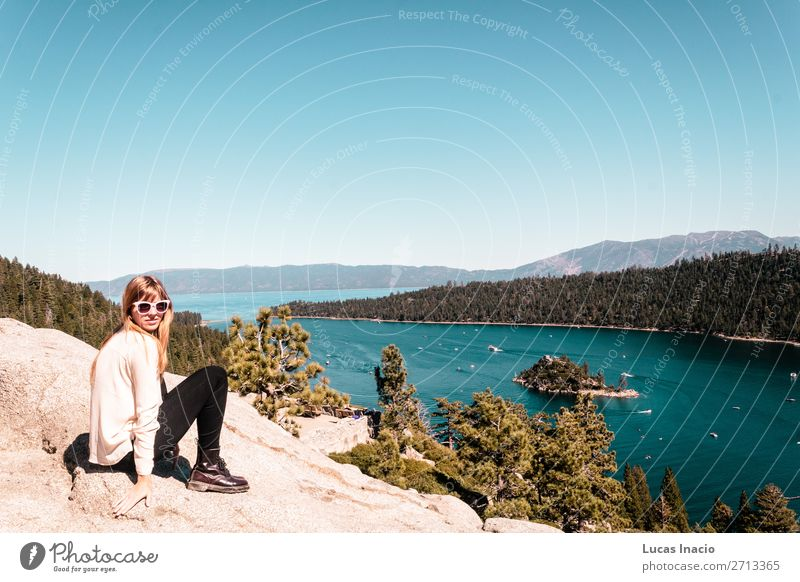 Frau Mensch Himmel Ferien & Urlaub & Reisen Natur Jugendliche Junge Frau Sommer Baum Meer Erholung Blatt Freude Wald Strand Berge u. Gebirge