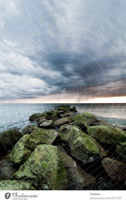 Hiddensee | the rock.... Natur Landschaft Himmel Wolken Gewitterwolken Wetter Küste Ostsee Meer bedrohlich Stein Farbfoto Außenaufnahme Weitwinkel