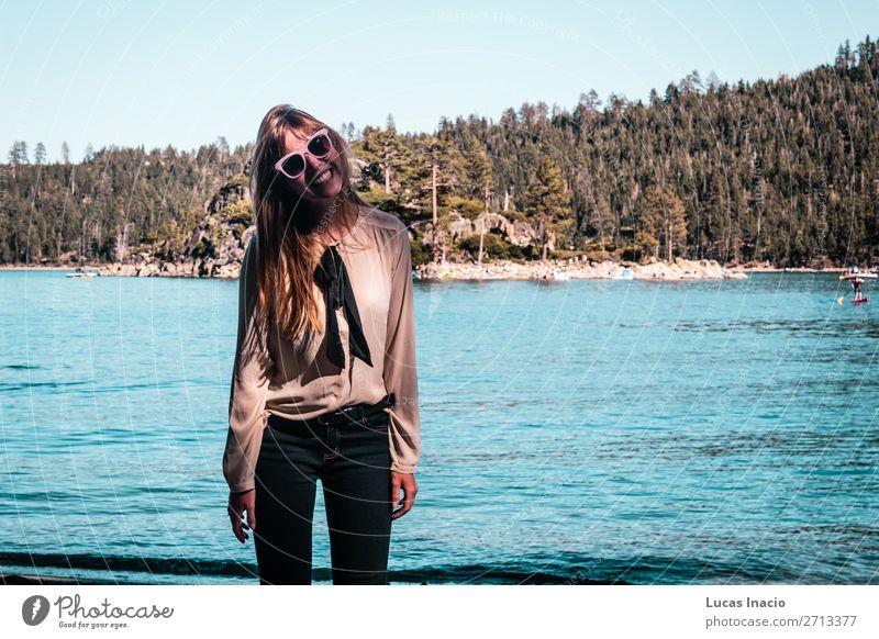 Mädchen in der Nähe von Lake Tahoe, Kalifornien Ferien & Urlaub & Reisen Tourismus Sommer Berge u. Gebirge Garten Mensch feminin Junge Frau Jugendliche