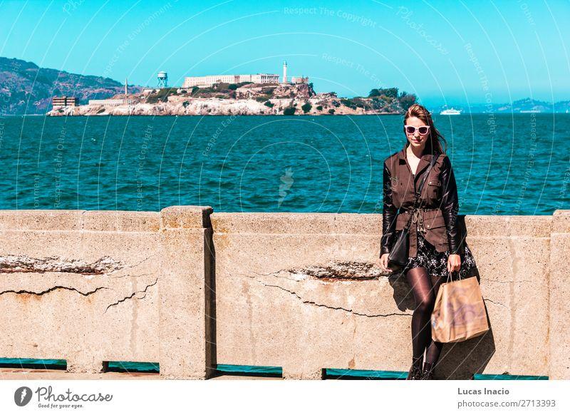 Mädchen vor Alcatraz in San Francisco, Kalifornien, USA Ferien & Urlaub & Reisen Tourismus Sommer Meer Insel Mensch feminin Junge Frau Jugendliche Erwachsene 1