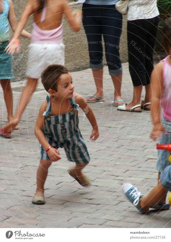 jugar a muchacho Mensch Junge Spielen Menschengruppe Dynamik Spanien
