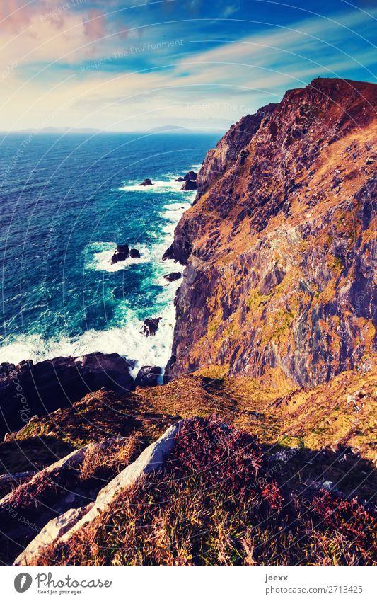 Nur noch ein kurzes Stück Himmel Ferien & Urlaub & Reisen Natur blau weiß Landschaft Meer Wolken Ferne Küste braun Felsen Horizont Wellen Abenteuer