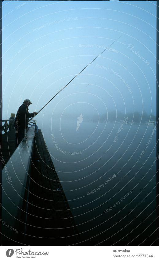 fishing in the morning Mensch Natur Wasser Erwachsene Erholung Stimmung Zeit Körper Zufriedenheit Klima natürlich Freizeit & Hobby Nebel warten maskulin nass