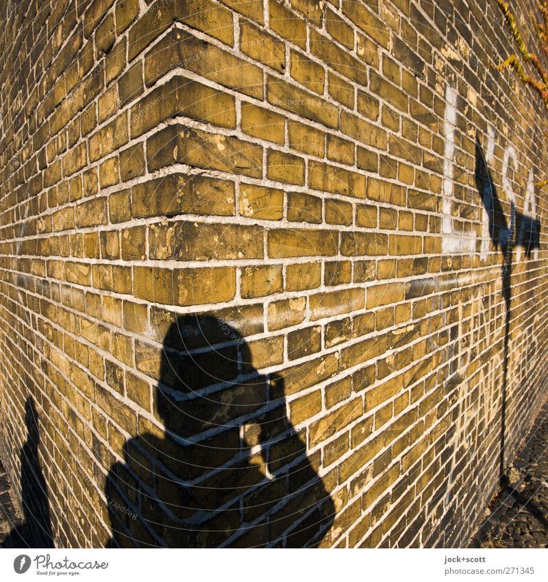 Runde Ecke Mensch Erholung Freude Wand Mauer außergewöhnlich Linie braun Zufriedenheit stehen Perspektive Kreativität Warmherzigkeit retro historisch
