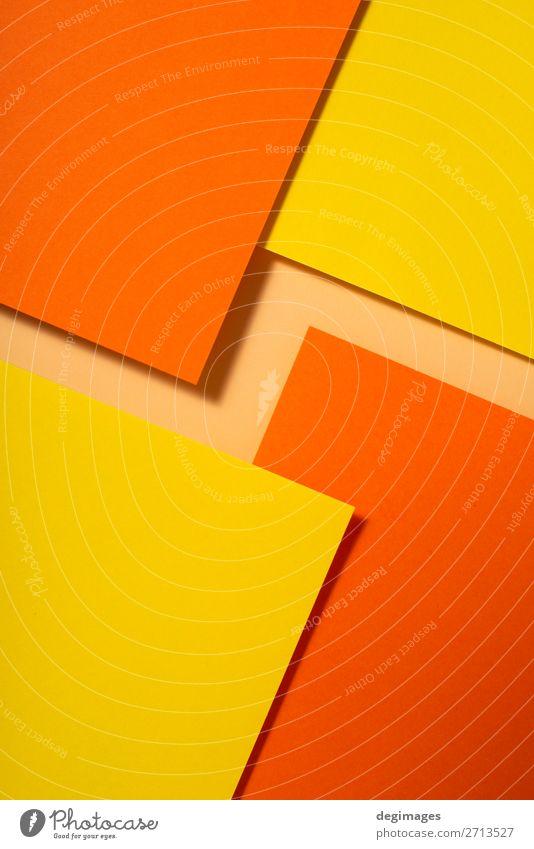 Gelb- und orangefarbene Papiermaterialgestaltung. Geometrische Design Tapete Handwerk Kunst Linie Streifen retro gelb Farbe geometrisch Hintergrund Konsistenz