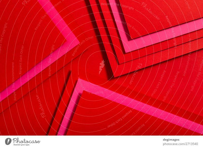 Rotes Papier Materialdesign. Geometrische einfarbige Formen Design Tapete Handwerk Kunst Linie Streifen retro rot Farbe geometrisch Hintergrund Konsistenz