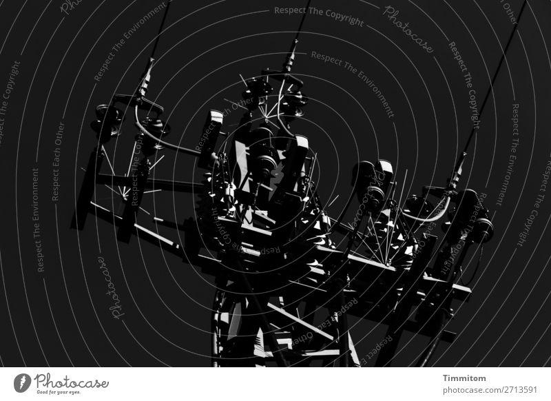 Hochspannung weiß dunkel schwarz kalt Gefühle Metall glänzend Energiewirtschaft Technik & Technologie Elektrizität Strommast Hochspannungsleitung