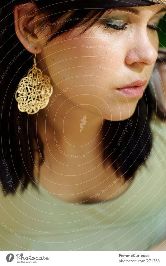 Sonnenwärmegenießerin. Mensch Frau Jugendliche schön ruhig Gesicht Erwachsene Erholung Leben Haare & Frisuren Stil Junge Frau elegant Haut 18-30 Jahre Lifestyle
