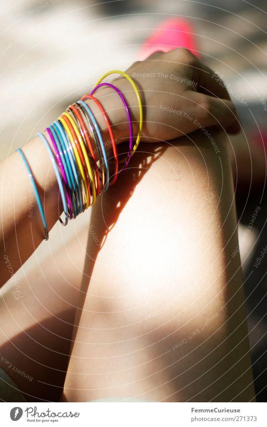 Samtweich. Mensch Frau Jugendliche Hand schön Erwachsene feminin Junge Frau Stil Beine Körper 18-30 Jahre Haut Lifestyle festhalten