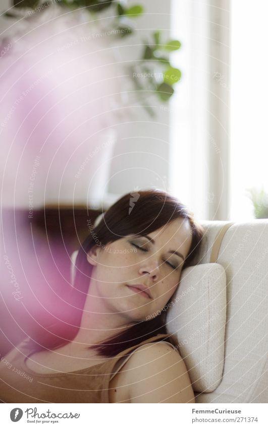 ZzZzzz... (II) Mensch Frau Jugendliche weiß ruhig Erwachsene Erholung feminin träumen Innenarchitektur Junge Frau Zufriedenheit Wohnung 18-30 Jahre schlafen Häusliches Leben