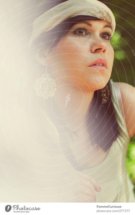 Sommerstyling. Mensch Frau Jugendliche schön ruhig Erwachsene Erholung feminin Leben Kopf Stil Mode Junge Frau elegant Haut 18-30 Jahre